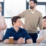 Больше половины томичей не считают свой рабочий коллектив командой