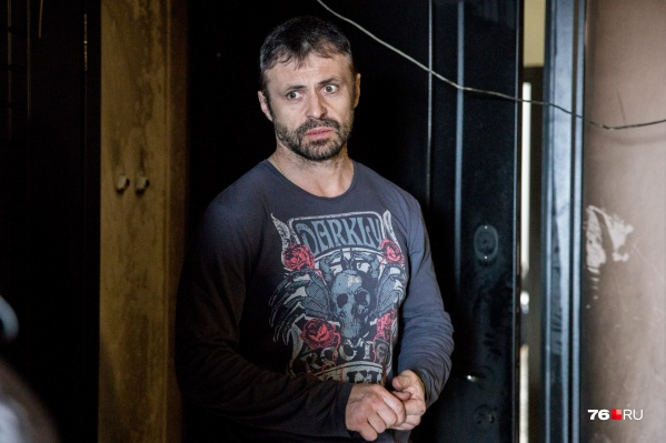 Хозяин квартиры Владимир Бирюков подозревает, кто заказал поджог