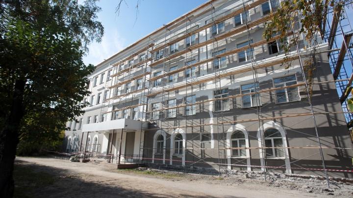 В Красноярске остро нуждаются в ремонте и реконструкции 17 школ и детсадов