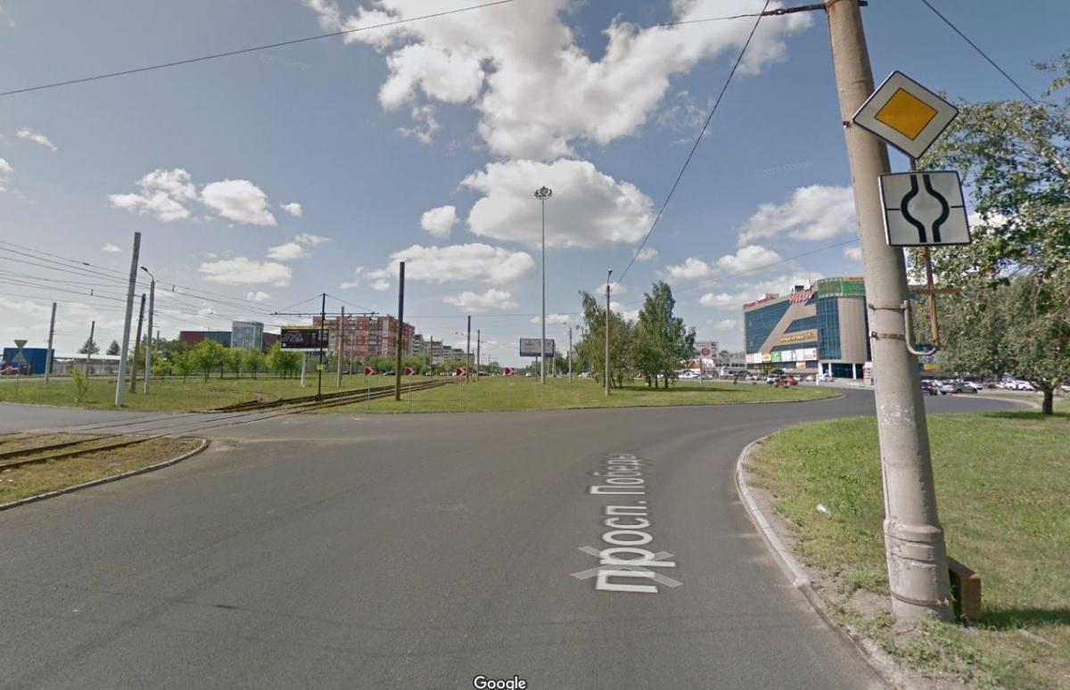 Челябинск, проспект Победы: бывшее кольцо переделали в пересечение изогнутой главной дороги с двумя второстепенными