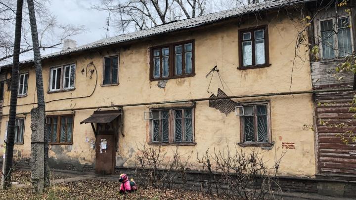 Жители дома на Ставропольской, где обрушился потолок, отказались переезжать в маневренный фонд