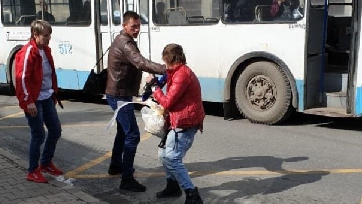 «Его видели с дубиной»: водитель троллейбуса, которую покусал неадекватный пассажир, опасается мести