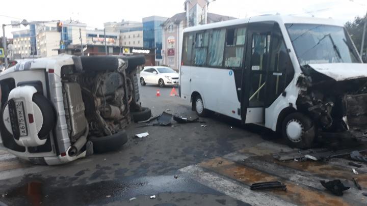 Девять человек увезли в больницу: судьба пострадавших в ДТП с внедорожником и маршруткой