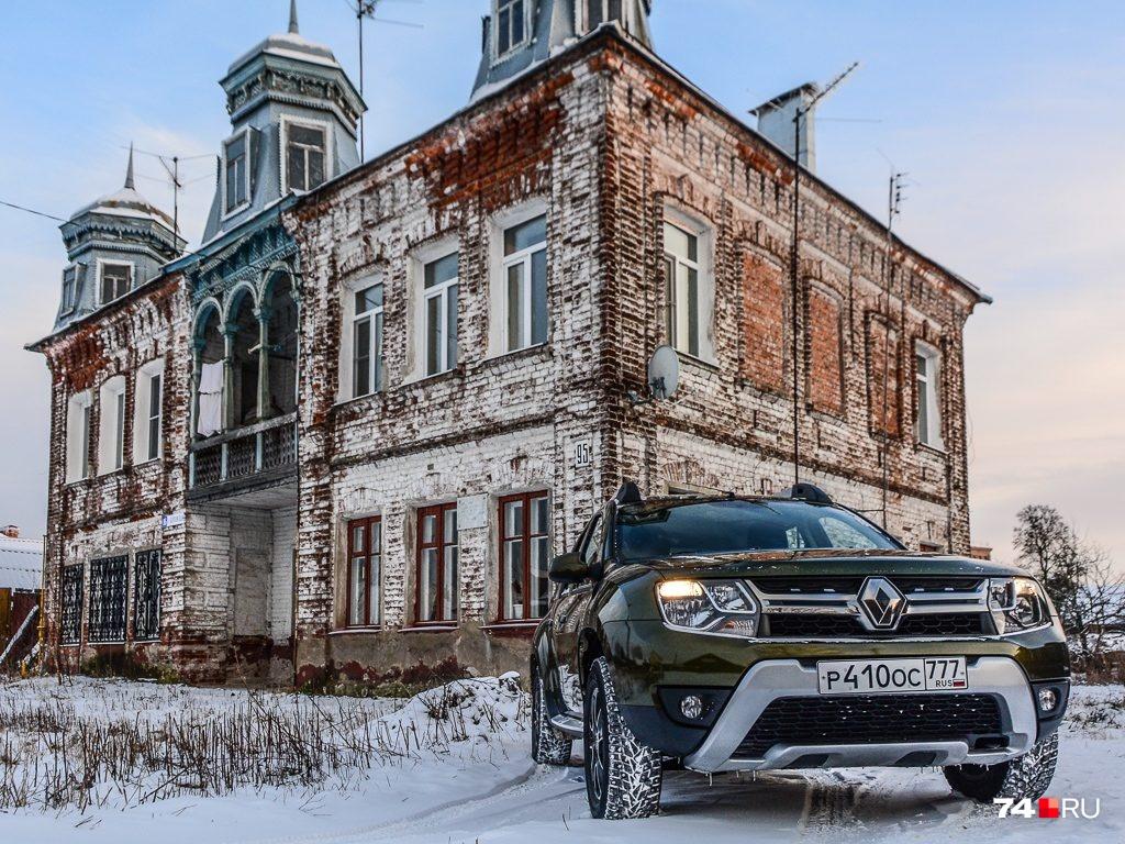 Renault Duster стоит от 699 тысяч рублей в простенькой комплектации Authentique: версии с полным приводом и средним оснащением стоят ближе к миллиону