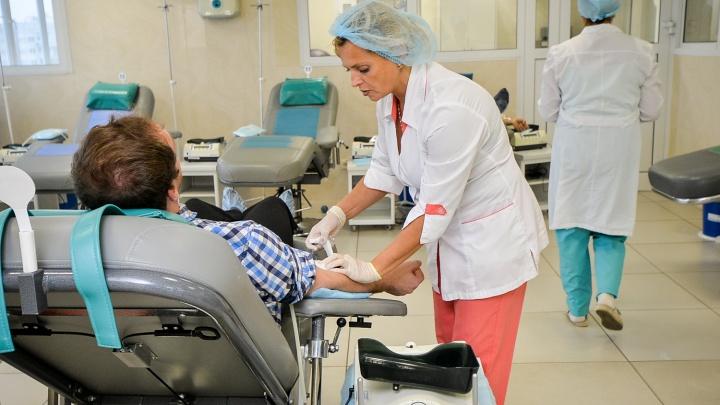 «Летом доноров становится меньше»: екатеринбуржцев попросили сдать кровь