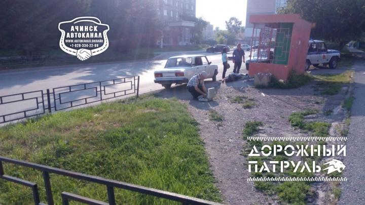 Мужчина ждал автобус на остановке и скончался