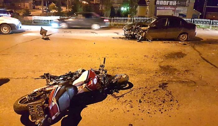В Стерлитамаке мотоциклист протаранил иномарку