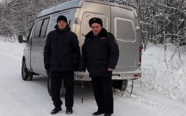Полицейский спас замерзающего на трассе водителя сломавшейся «ГАЗели»