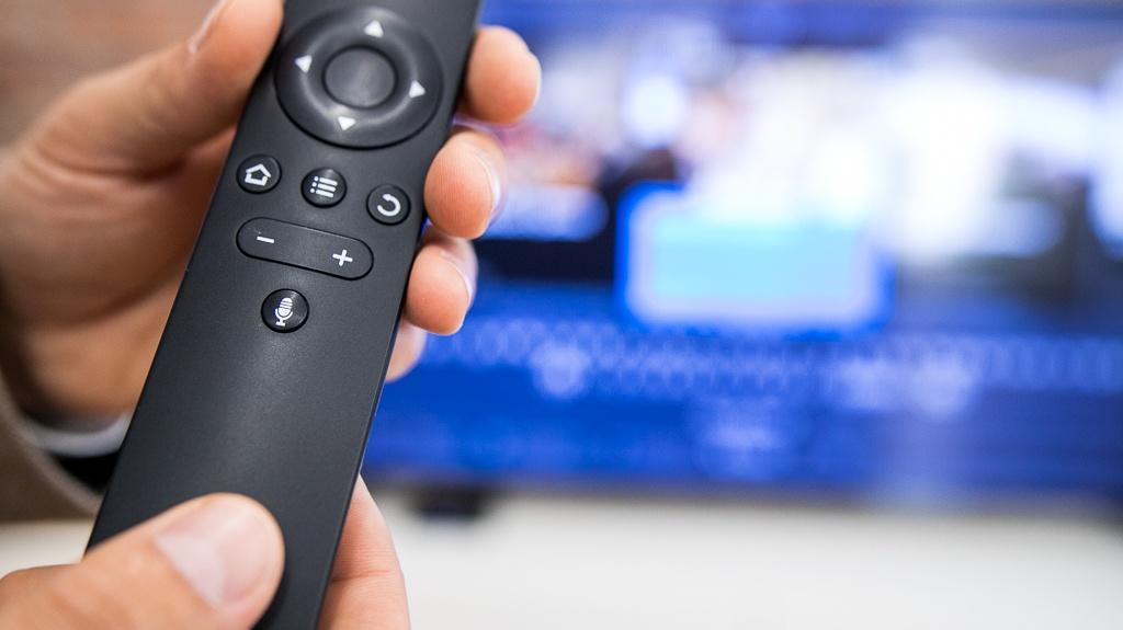 Чтобы управлять телевидением с помощью голоса, нужен специальный пульт&nbsp;<br>