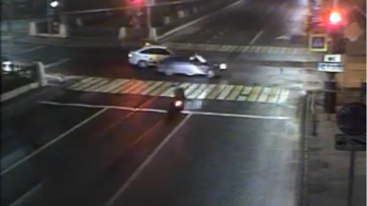 Упал еще до столкновения с машиной: появилось видео смертельного ДТП с мотоциклистом в центре Перми