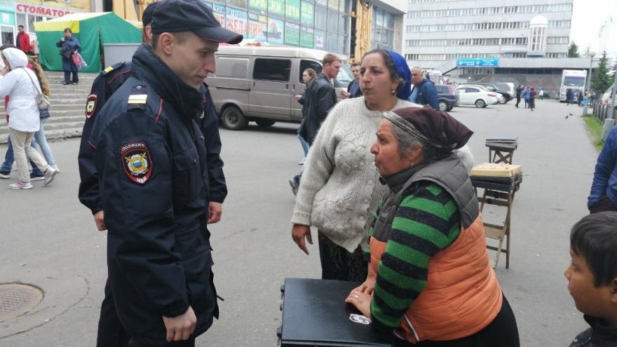 Кольца, золотые цепи и угрозы: в центре Архангельска праздник «украсила» сомнительная торговля