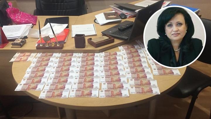 В Таганроге осудили чиновницу за взятку в 250 тысяч рублей