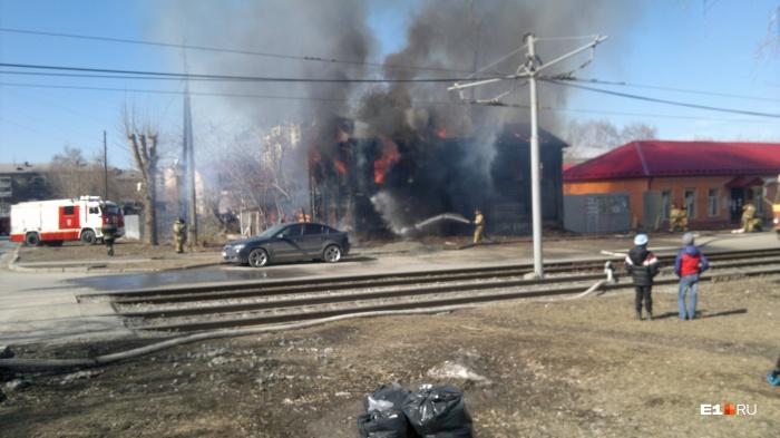 Огонь за пять минут полностью охватил дом