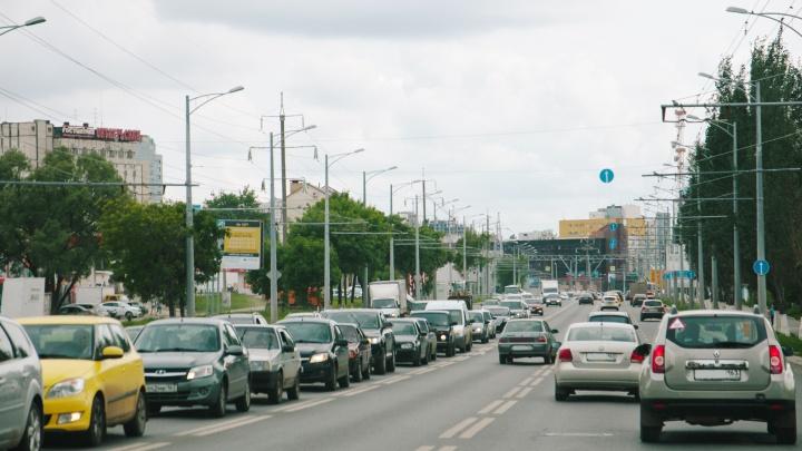За летнюю уборку Московского шоссе власти заплатят больше 52 миллионов рублей