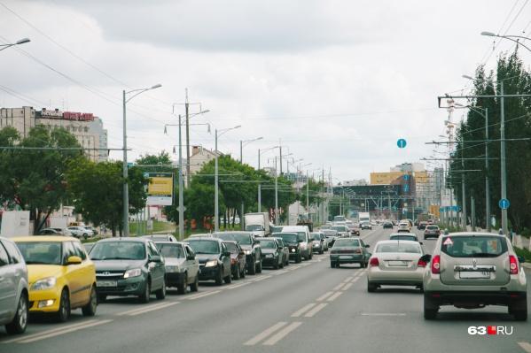 Пока чиновники определились с субподрядчиками по уборке Московского шоссе от Мичурина до Ракиты