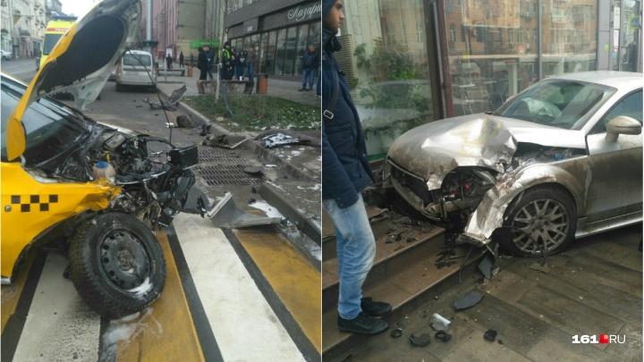 В центре Ростова автомобиль «Яндекс.Такси» врезался в «Ауди», есть пострадавшие