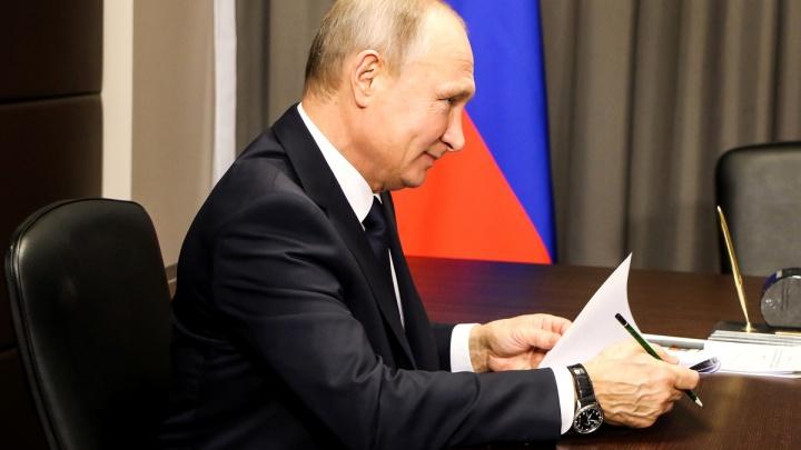 Самолёт с Владимиром Путиным приземлился в аэропорту Стригино