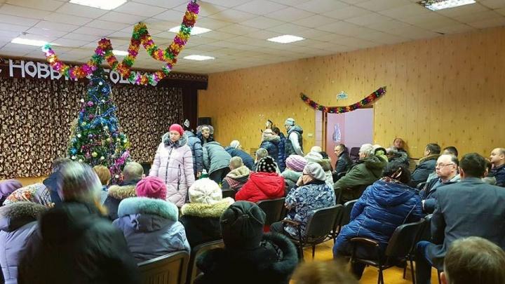Жители Плотниково устроили народный сход против мусорной свалки