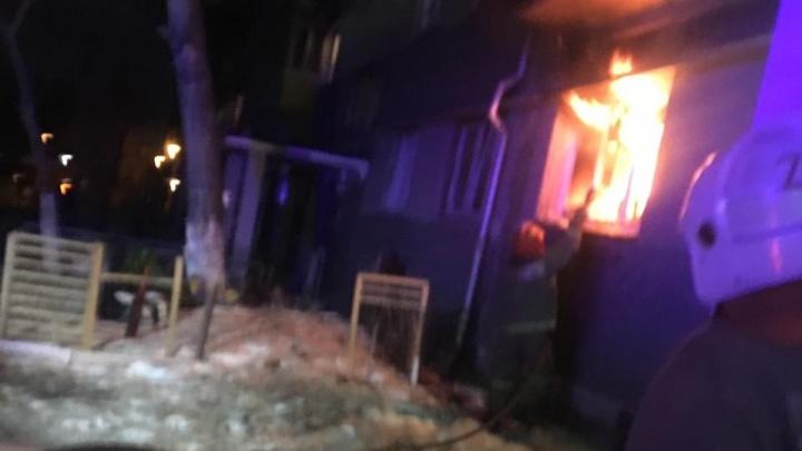 «Жильцам отключили свет, они сидели со свечками»: в пятиэтажке на Сортировке загорелась квартира