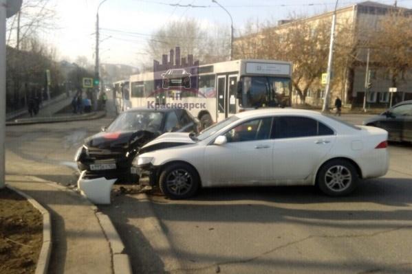 Белое авто не предоставило преимущества такси