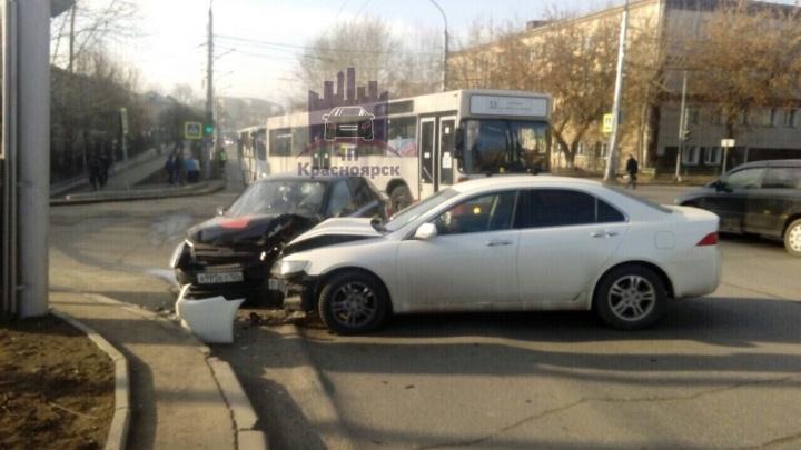 В утреннем ДТП возле автовокзала пострадала девушка — пассажирка такси