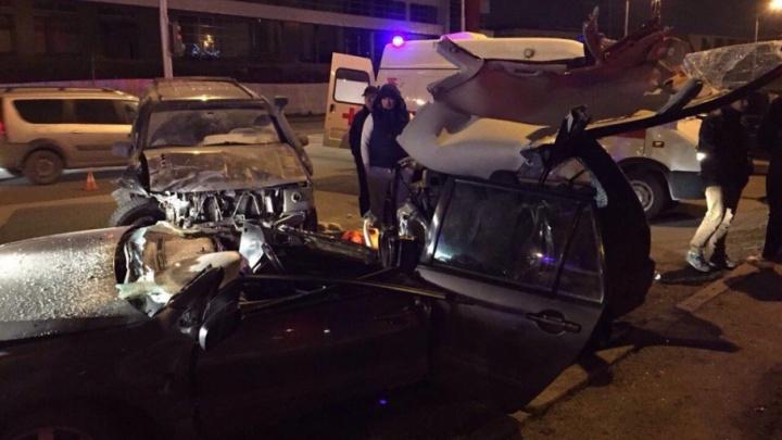 Момент жуткой аварии в Уфе засняли камеры видеонаблюдения