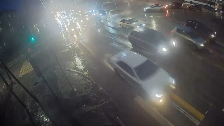 Решил проскочить: в Волгограде попало на видео ДТП на проспекте Жукова