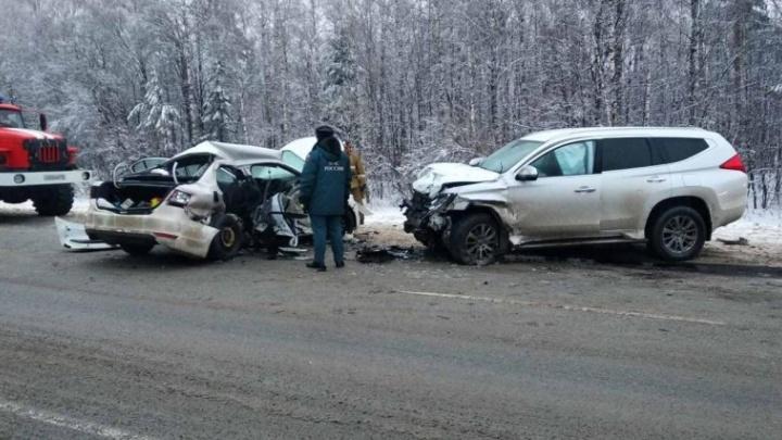 Седан влетел во внедорожник: двое взрослых и ребёнок погибли на трассе М-5 в Челябинской области