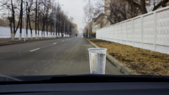 По улице стакан возили