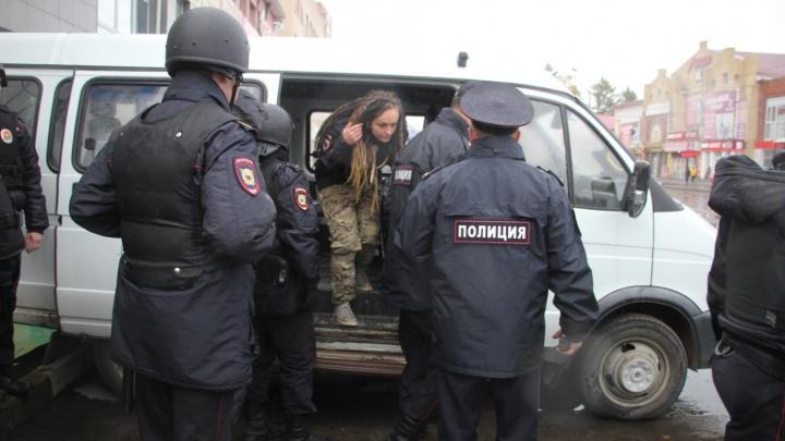 Спустя полгода трех экоактивисток в Архангельске оштрафовали за участие в митинге