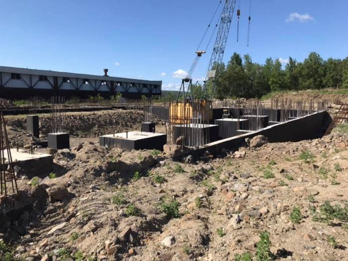 В прошлом году на месте строительства заложили первый камень, после чего вся работа замерла