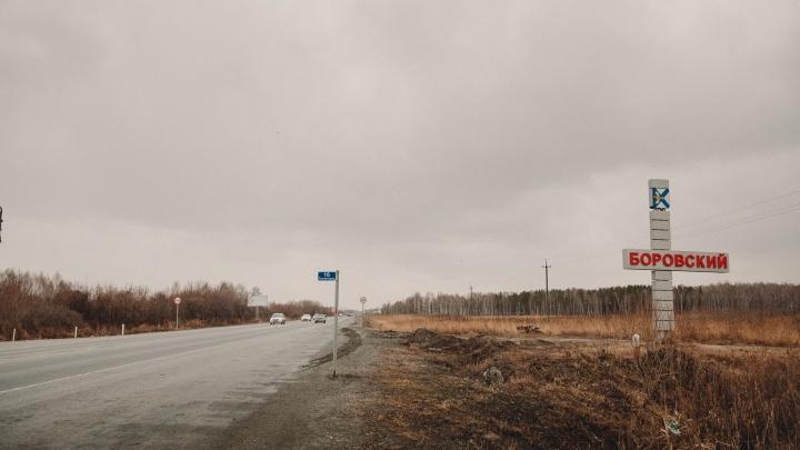 Под Тюменью при столкновении иномарки с фурой пострадал дорожный рабочий