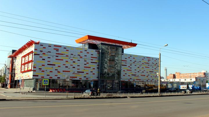 Стало известно, когда в Омске откроется торговый центр на 10 лет Октября