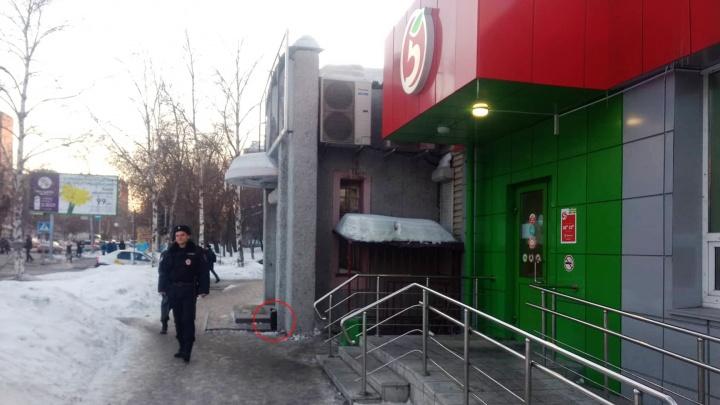 Из супермаркета на Блюхера эвакуировали 30 покупателей