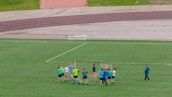 В Самаре на футбольном поле стадиона «Орбита» установят крытые трибуны