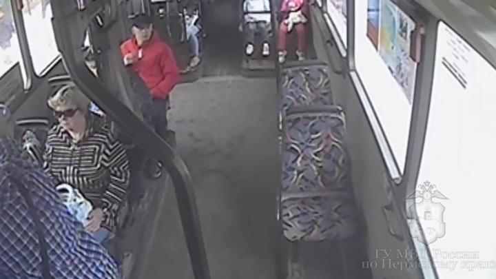 Полиция просит пермяков помочь в поисках автобусного вора