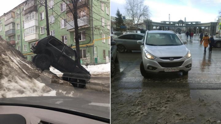 «Я паркуюсь, как...»: «Нива», заскочившая на кучу снега в Зареке, и автохам на переходе у ЦУМа