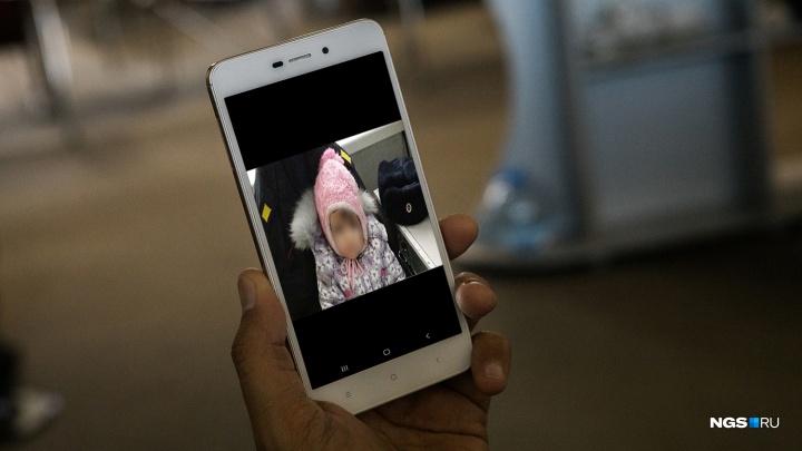 «Зовут Софья, скиньте по группам»: по WhatsApp пошла рассылка о найденной маленькой девочке