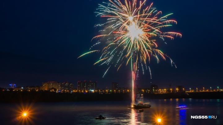 Победные фото: смотрим на 15 лучших снимков празднования 9 Мая в Омске