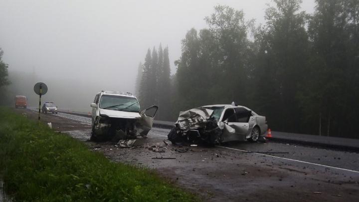 Девушка на Mark II протаранила микроавтобус с семьей на мокрой трассе. Пострадало 8 человек