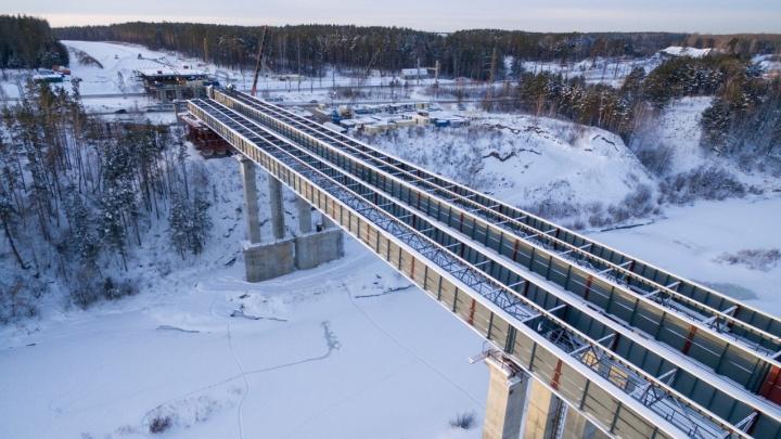 На Восточном обходе достроили пролёты нового моста через Иню. Показываем, как он выглядит