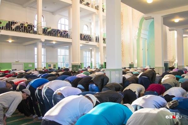 В религиозные праздники мечети в Самаре переполнены