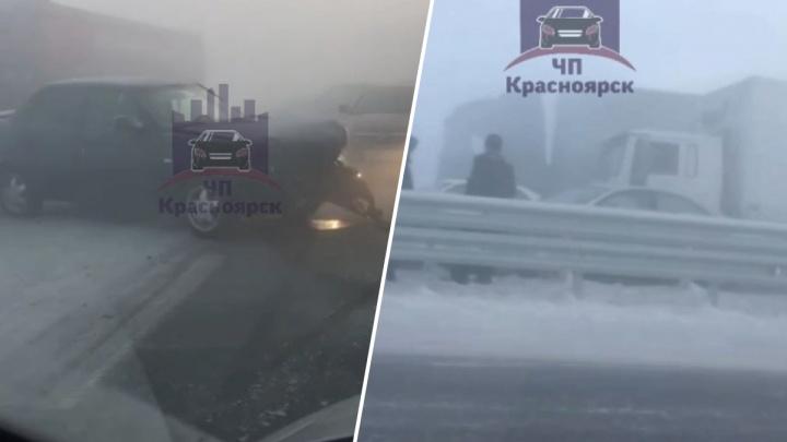 На трассе под Красноярском в массовом ДТП столкнулись 10 автомобилей