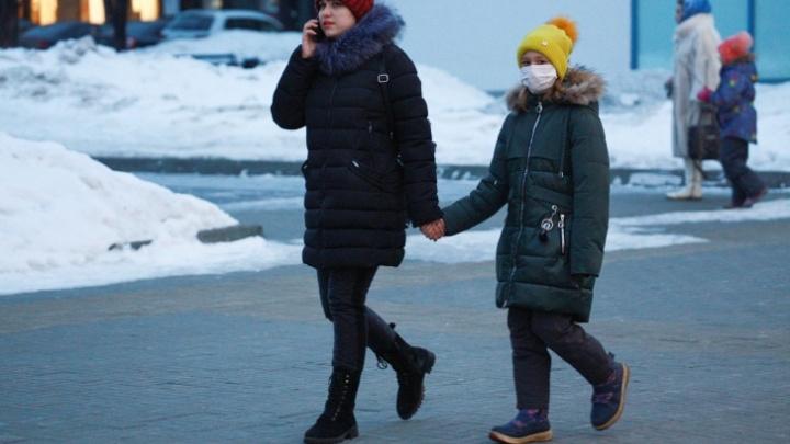 Во всех школах Челябинска продлили карантин