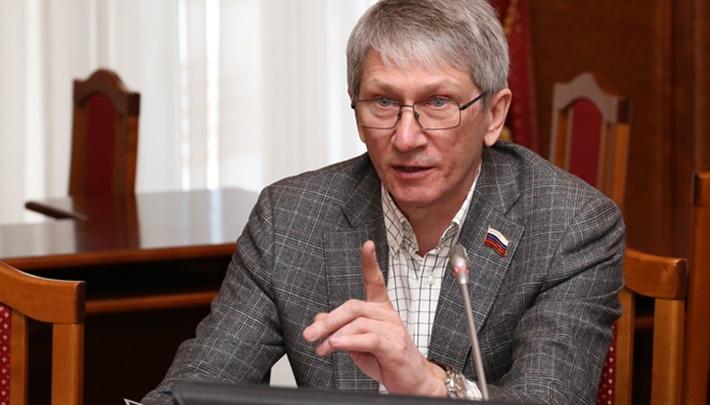 В Новосибирске после тяжёлой болезни умер депутат и бывший гендиректор завода «Искра»
