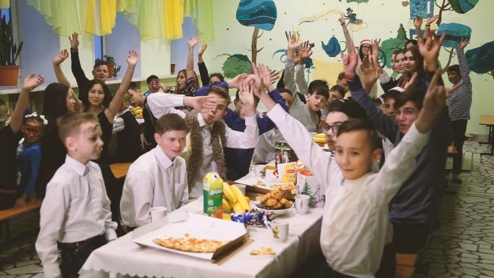 Волонтеры «Башнефти» вручили воспитанникам детского дома новогодние подарки