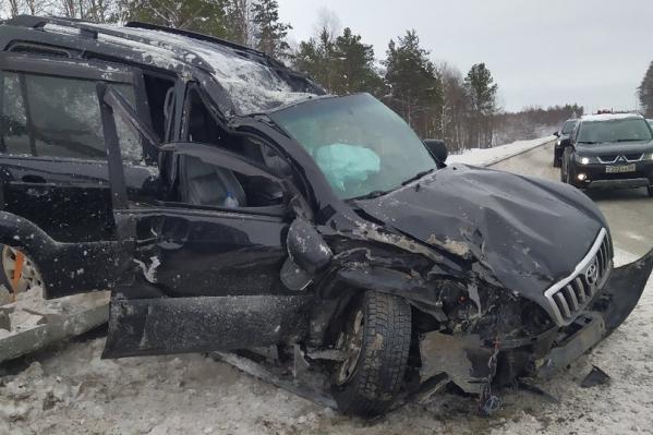 Toyota дважды перевернулась после удара