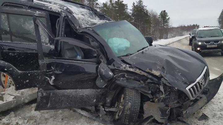 На северодвинской трассе у деревни Шихириха Toyota врезалась в Mitsubishi. Погиб один из водителей