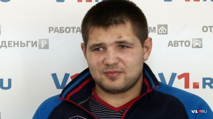 Поставил себе «тройку»: волгоградец Максим Бабанин прошел в четвертьфинал чемпионата мира по боксу