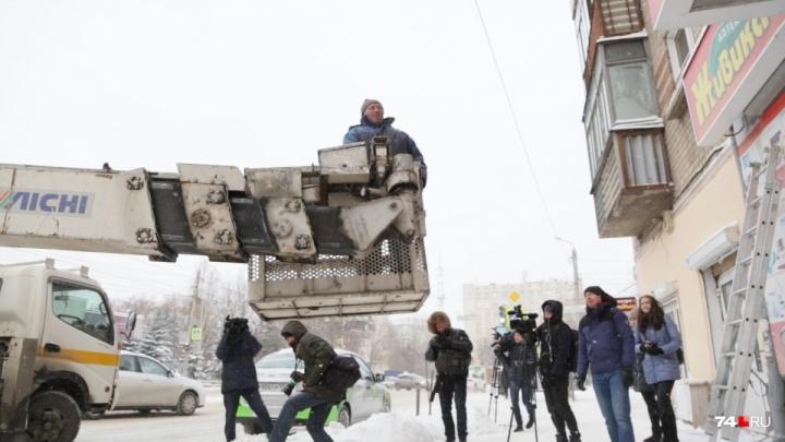 «С нами разговор короткий»: челябинских бизнесменов обязали снять незаконные вывески в центре города